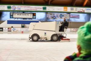 Eisaufbereitung durch den Eismeister